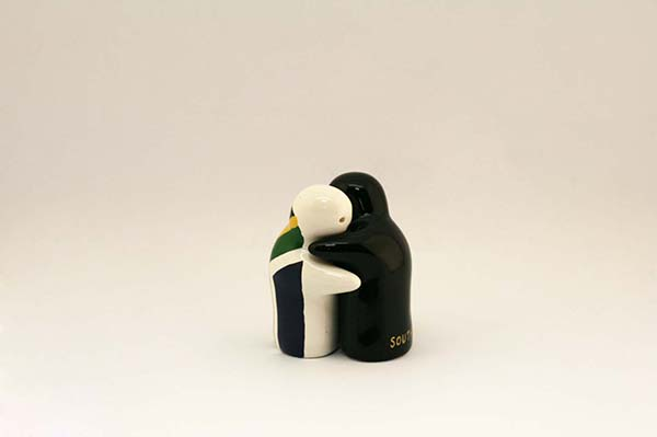 South african hugging salt and pepper shakers cambanos - Hugging salt and pepper shakers ...